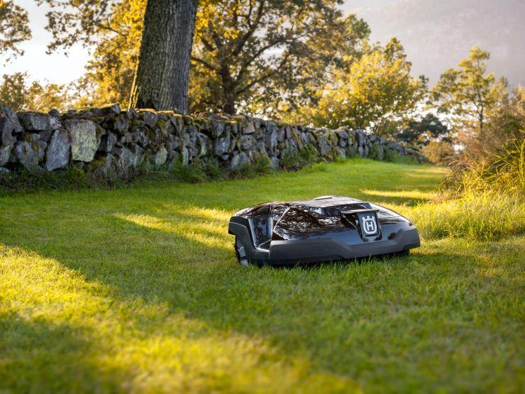 Husqvarna-Automower-420-mowing-the-garden